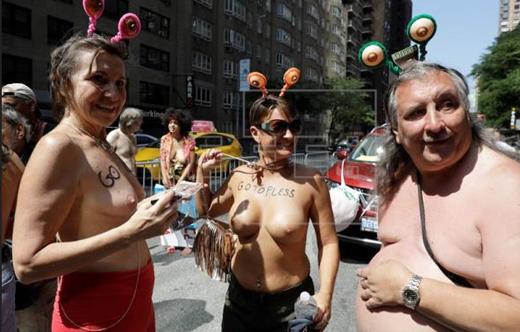 topless_US-
