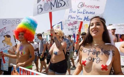 topless_US.