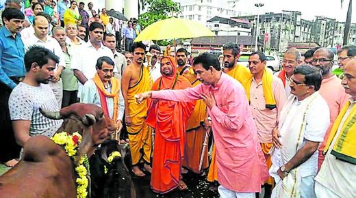 A haven for cattle, Gau Swarga, will be built in Dakshina Kannada district on the model of Bhankuli Mutt, Uttara Kannada district, if land is available said Ramachandrapura