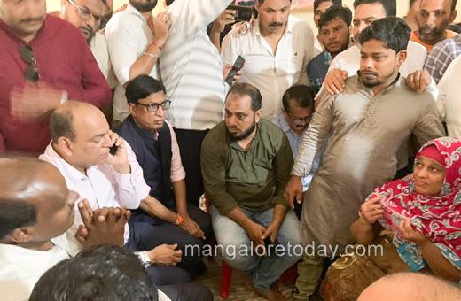 Kumaraswamy visits firing victims in Mangalore