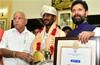 India�s �Usain Bolt� Kambala Jockey felicitated by CM, Yediyurappa