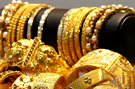 Gold prices crash by Rs 1,160, experts advise caution