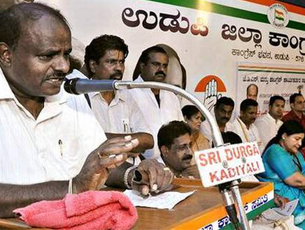 Cong ministers offer to quit, JD(S) plots hard