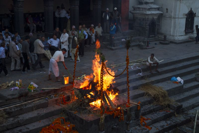 Amid lockdown, Muslims cremate an old Hindu lady in Assam