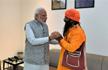 PM Modi meets rickshaw puller in Varanasi who invited him to daughter�s wedding