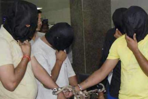 police arrest gang members