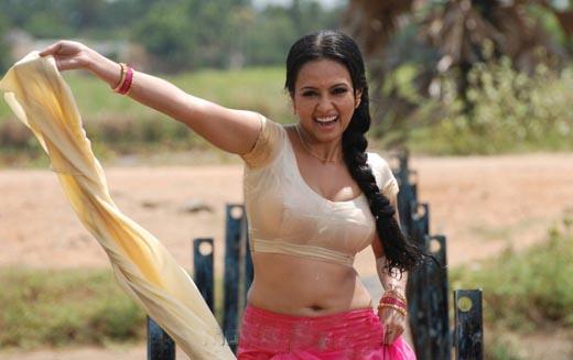 Sana Khan-absconding3